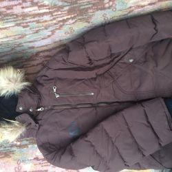 Μπουφάν κάτω για ένα χειμωνιάτικο αγόρι