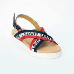 Sandalele lui Levi Nou