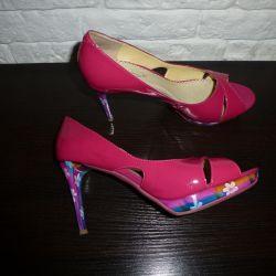 Туфли на цветной шпильке