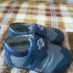 Продам туфельки - ботиночки в отличном состоянии
