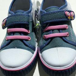 Yeni spor ayakkabılar 28r.