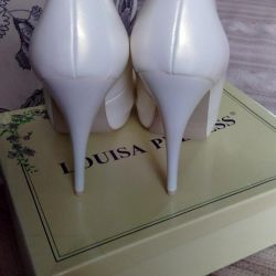 Shoes are new. R. 39