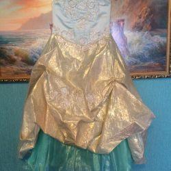 Κομψό φόρεμα για το νέο έτος