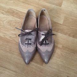 Aproape pantofi spanioli de dimensiune 38