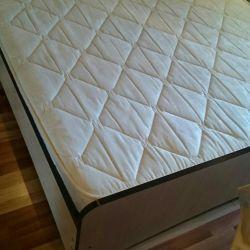 Кровать сматрасом.