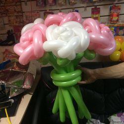 Букет роз из шариков