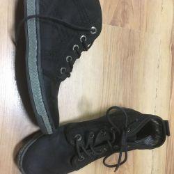 Women's shoes or teen girl