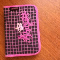 Ροζ μολυβοθήκη
