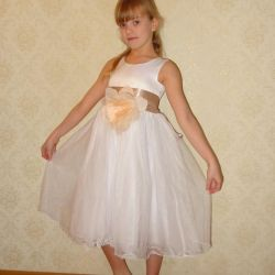 Платье новое праздничное 122-128размер