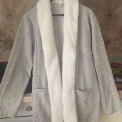 New women's sweater, brand defacto, length by sleep