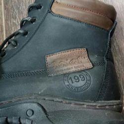 Νέες μπότες ανδρών υψηλού χειμώνα