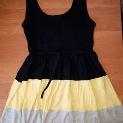 Dress for 9-10 years.