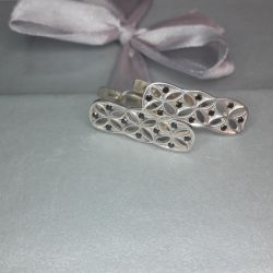 Earrings are made of 925 silver.