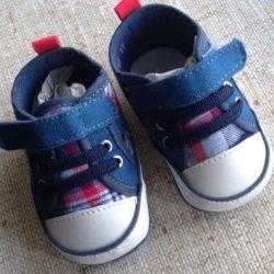 Новые Детские ботинки ( ясельные)