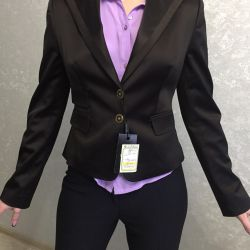 Пиджак новый атласный строгий