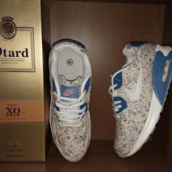 Sneakers for women hall and school