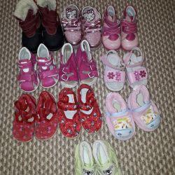 Παπούτσια για τα κορίτσια σε καλή κατάσταση