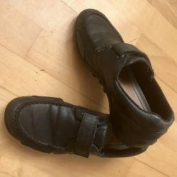 Pantofi Geox pentru un băiat. Mărimea 37