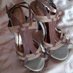 Sandaletler (bayan ayakkabıları)