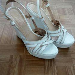 Λευκά σανδάλια