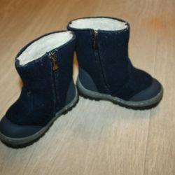 Felt boots and ordinary