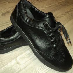 Men's closed shoes, size 39