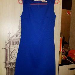 Το φόρεμα είναι μπλε