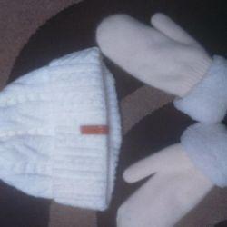 Καπέλο και γάντια.