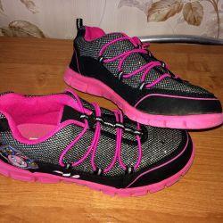 Spor ayakkabısı 33