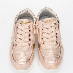 Kız için spor ayakkabısı