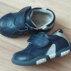 Μπότες για το demi εποχιακό