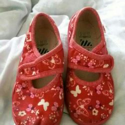 Selling superfeet slippers in excellent condition