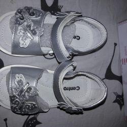 Yeni sandaletler.