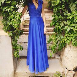 Elegant dress to the floor