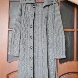 Вязаное, крупной вязки, пальто женское.