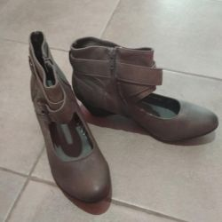 Shoes 37.5 - 38 in excellent condition