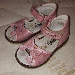 Fiyonklu pembe sandaletler 21