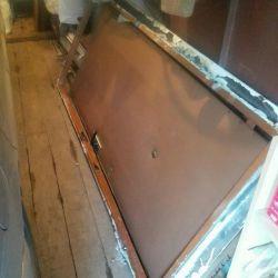 Πόρτα μέταλλο με θυρίδα εισόδου 200/80
