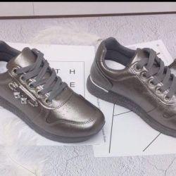 Yeni spor ayakkabılar