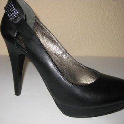 Новые туфли .кожа.