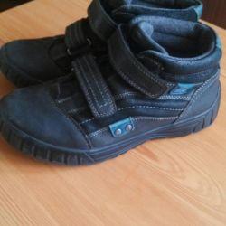 Μπότες για ένα αγόρι, Kapika, 35R.