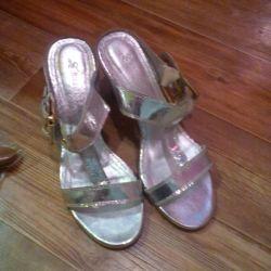 Yeni Takunya (sandalet), 39
