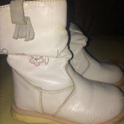 Kullanılmış kız botları