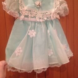 Children's dress with a rim.