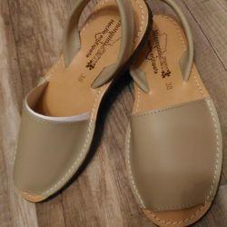 Klasik bej sandalet