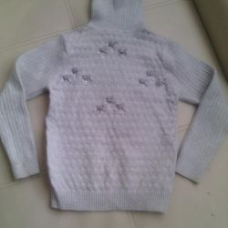 I will sell a sweater for a girl of 7-8 years