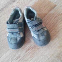 Sneakers r. 27