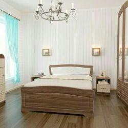 Кровать и набор мебели