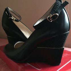 Pantofi cu toc. 37 r.