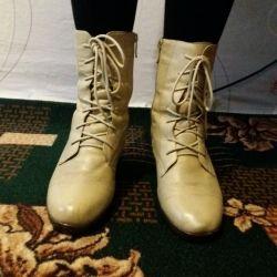 Μπότες σε μεγάλη κλίμακα